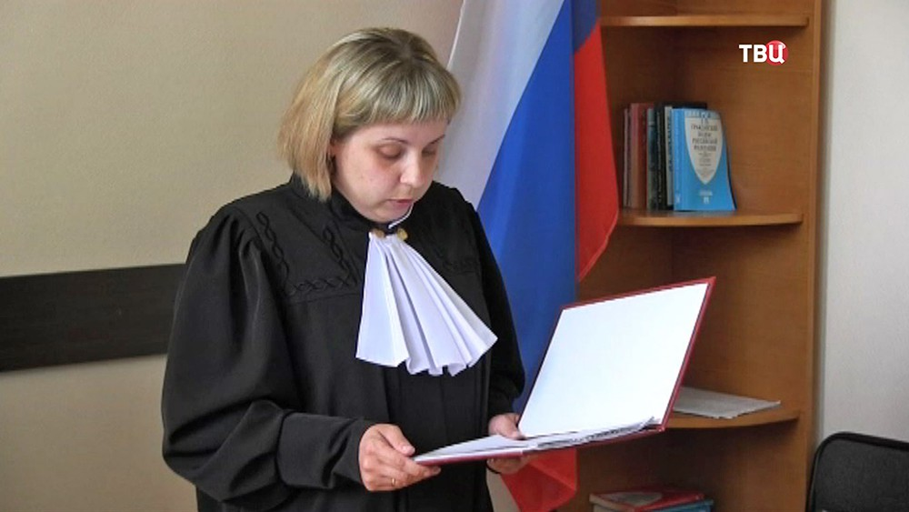 Судья зачитывает обвинение автоледи из Перми