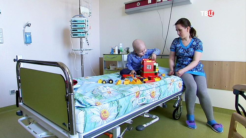 4-летний Алёша с мамой в больнице