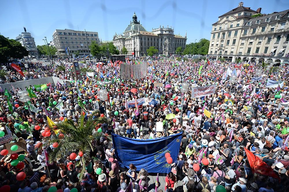Митинг в преддверии саммита G7