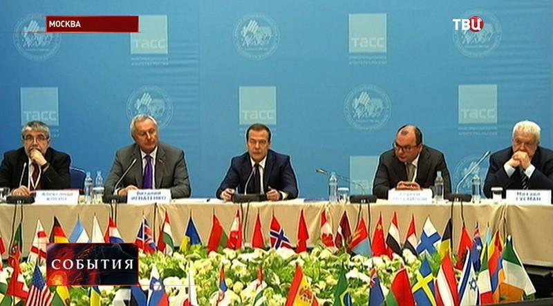 Дмитрий Медведев на Всемирном конгрессе русской прессы