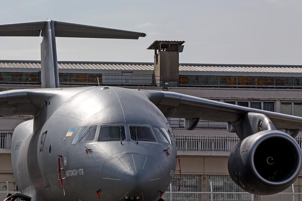 Украинский самолет Ан-178 на международной авиакосмическом салоне в Ле Бурже