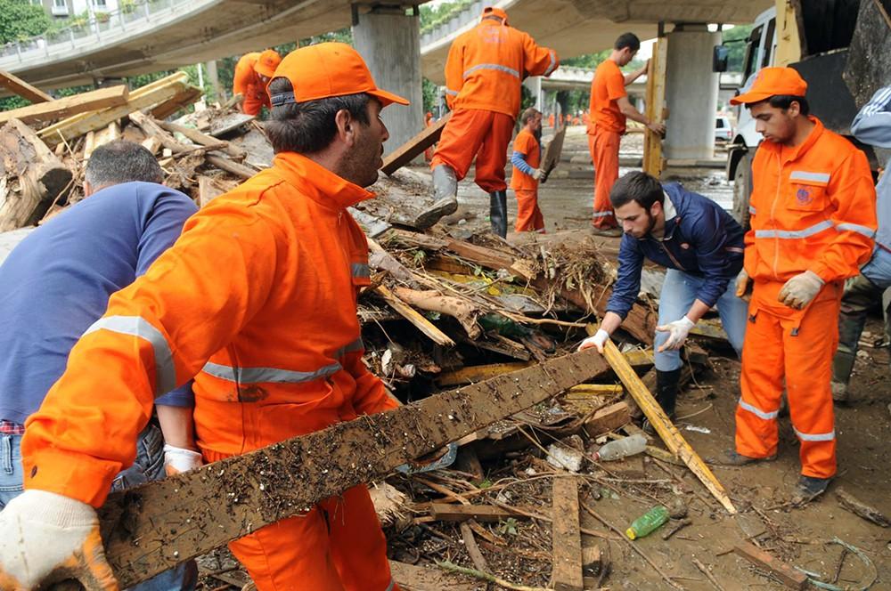 Работы на месте наводнения в Тбилиси