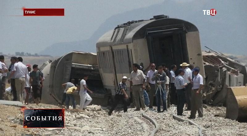 Столкновение поезда и грузовика в Тунисе