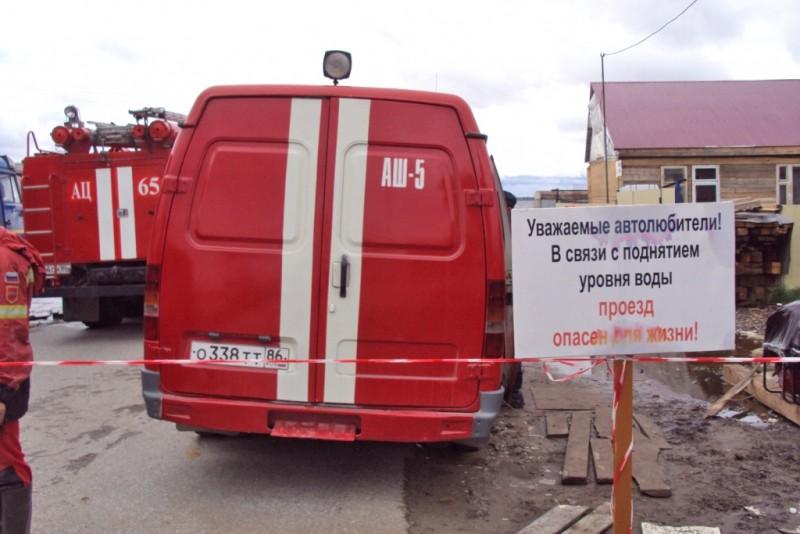 Спасатели МЧС в зоне паводка в Ханты-Мансийском автономном округе