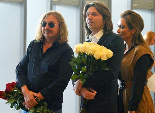 Певец Игорь Николаев, певец, музыкант, телеведущий Дмитрий Маликов с женой Еленой на церемонии прощания с певицей Жанной Фриске