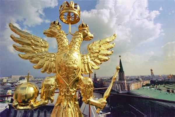 Двуглавый орёл на башне московского Кремля