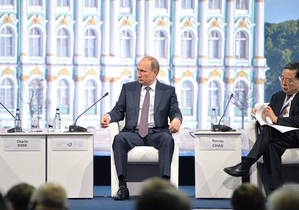 Владимир Путин на пленарной сессии ПМЭФ