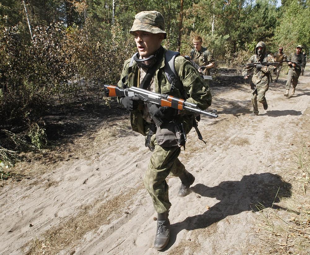 Украинские военные в зоне боевых действий