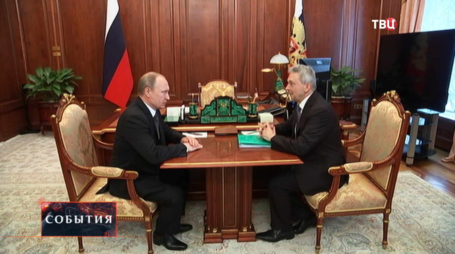 Владимир Путин и вице-президент РАМН Иван Дедов во время встречи