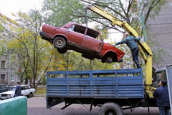 Эвакуация брошенного автомобиля
