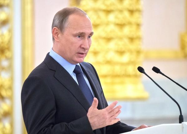 Президент России Владимир Путин выступает на юбилейном пленарном заседании Общественной палаты РФ