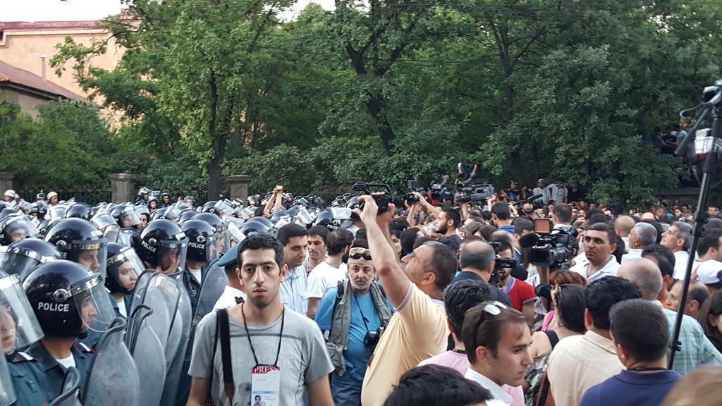 Митинг в центре Еревана