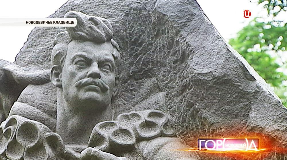 На Новодевичьем кладбище отреставрировали 57 монументов