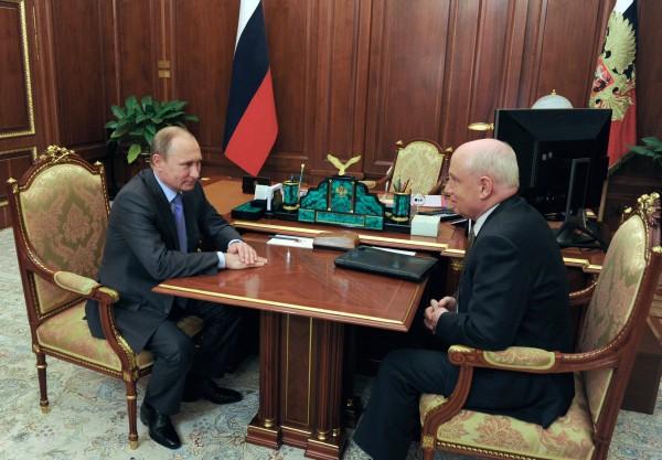 Президент России Владимир Путин и исполнительный секретарь СНГ Сергей Лебедев во время встречи в Кремле