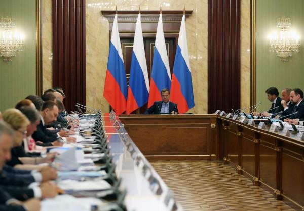 Председатель правительства РФ Дмитрий Медведев проводит заседание