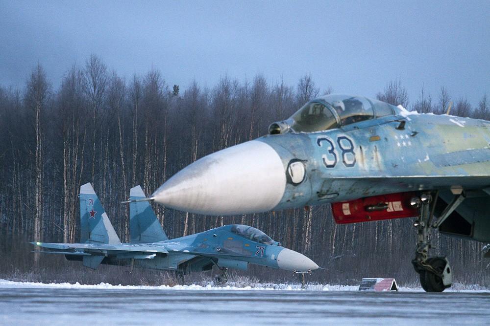 Истребители Су-27УБ и Су-27С