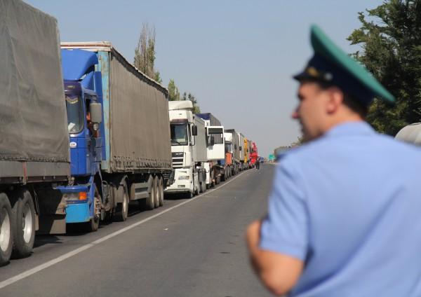Грузовики на российско-украинской границе
