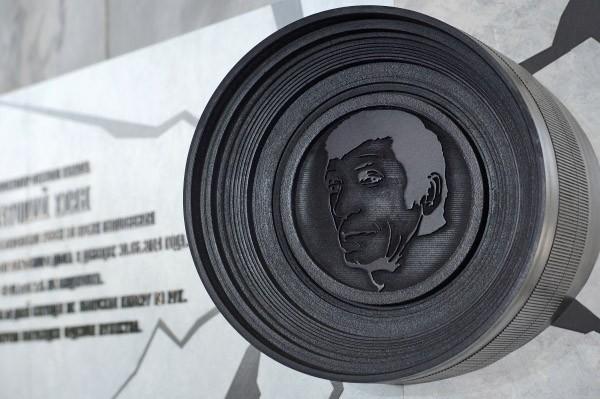 """Мемориальная доска в память о телеоператоре """"Первого канала"""" Анатолия Кляна"""