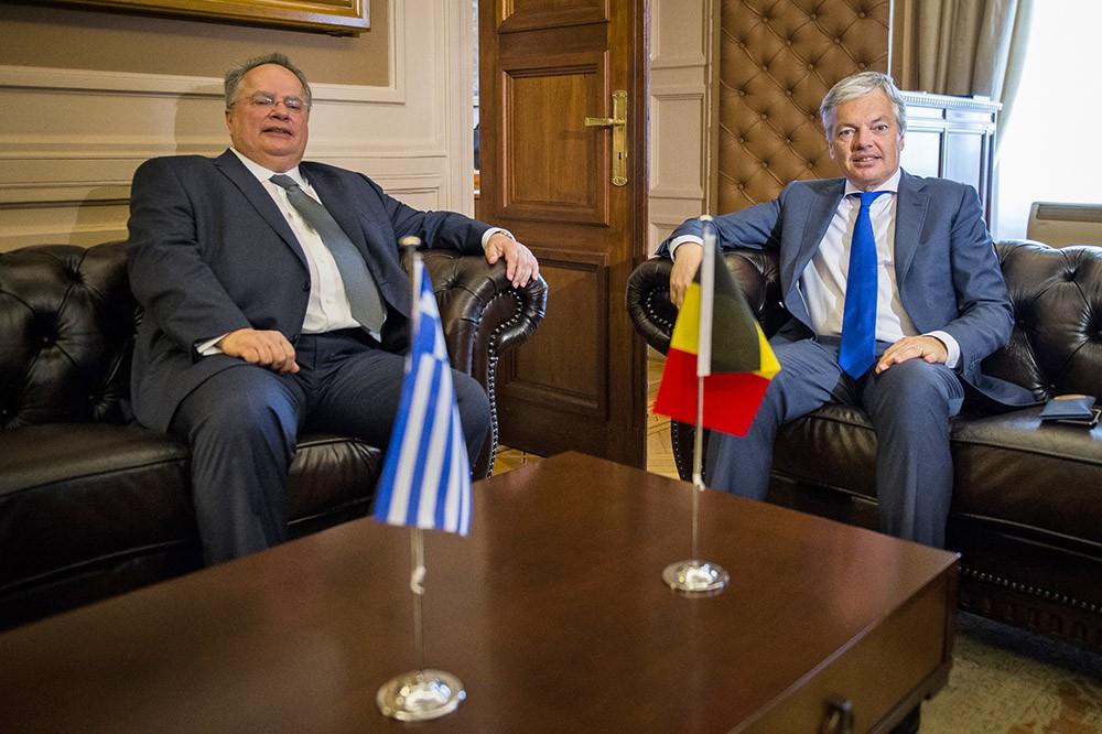 Министр иностранных дел Греции Никос Котзиас и глава МИД Бельгии Дидье Рейндерс