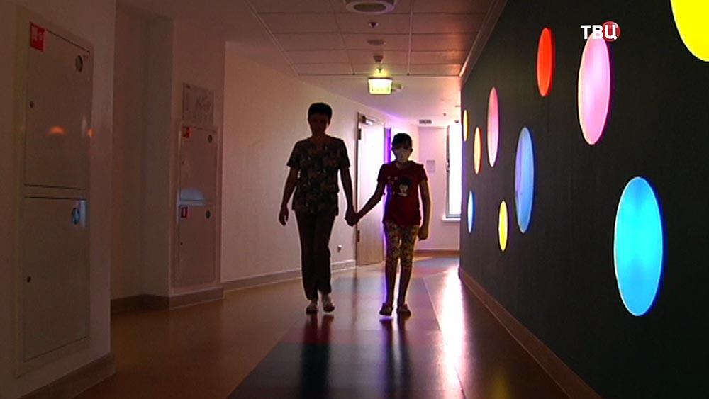 Алина Каратеева с мамой в больнице