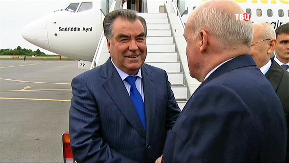 Президент Республики Таджикистан Эмомали Рахмон, прибыл на саммиты ШОС и БРИКС