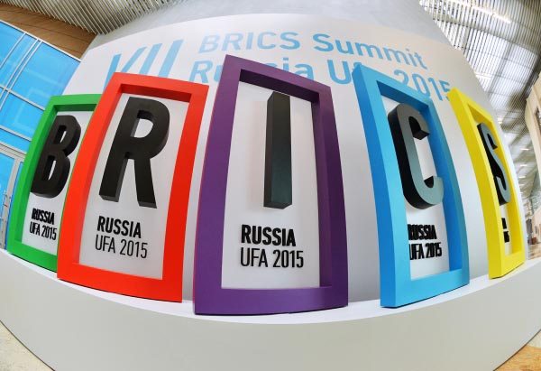 Логотип саммита БРИКС в Международном пресс-центре в Уфе