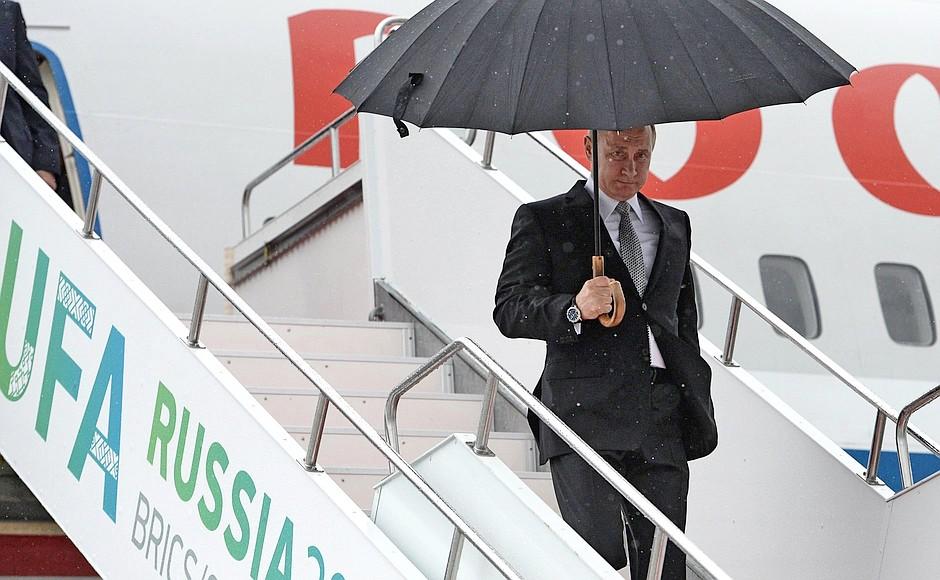 Президент России Владимир Путин прибыл на саммиты ШОС и БРИКС в Уфу