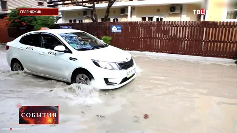 "Тайфун ""Чан-Хом"" в Геленджике"