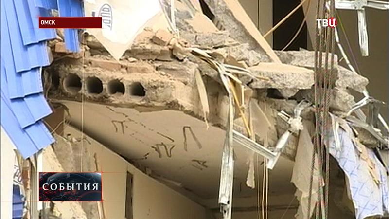 Разбор завалов на месте ЧП в Омске
