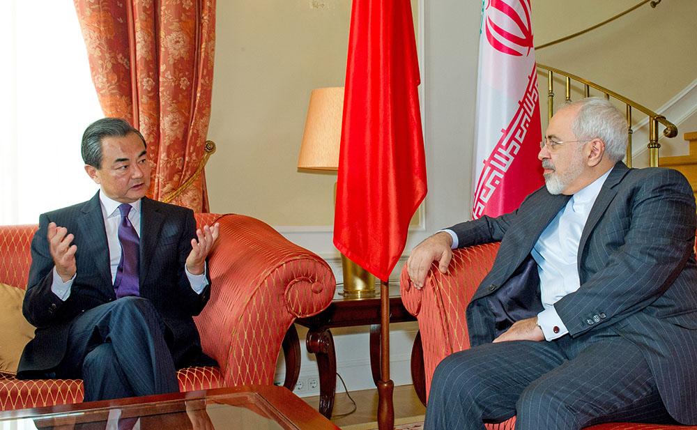 Министр иностранных дел КНР Ван И и глава МИД Ирана Джавад Зариф