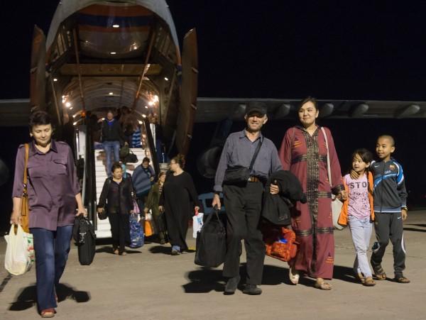 Граждане России, Йемена и стран СНГ, эвакуированные бортом МЧС из Йемена в связи с военными действиями