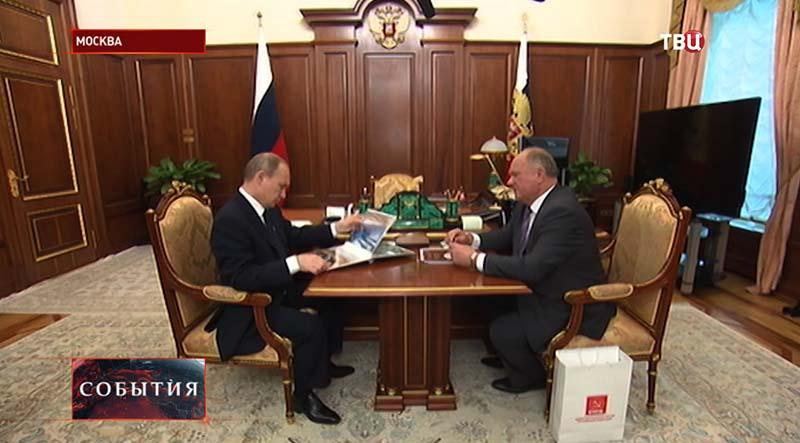 Владимир Путин на встрече с главой партии КПРФ Геннадием Зюгановым
