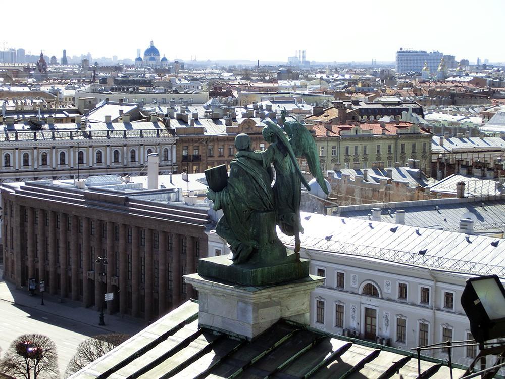 Вид на Санкт-Петербург со смотровой площадки Исаакиевского собора
