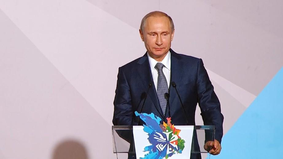 Президент России Владимир Путин во время открытия Чемпионат мира по водным видам спорта в Казани