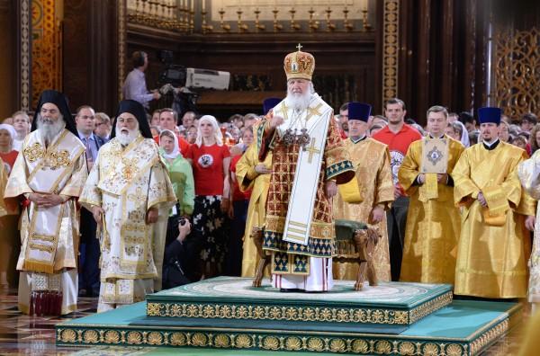 Патриарх Московский и всея Руси Кирилл проводит богослужение в храме Христа Спасителя по случаю 1000-летия преставления святого равноапостольного князя Владимира