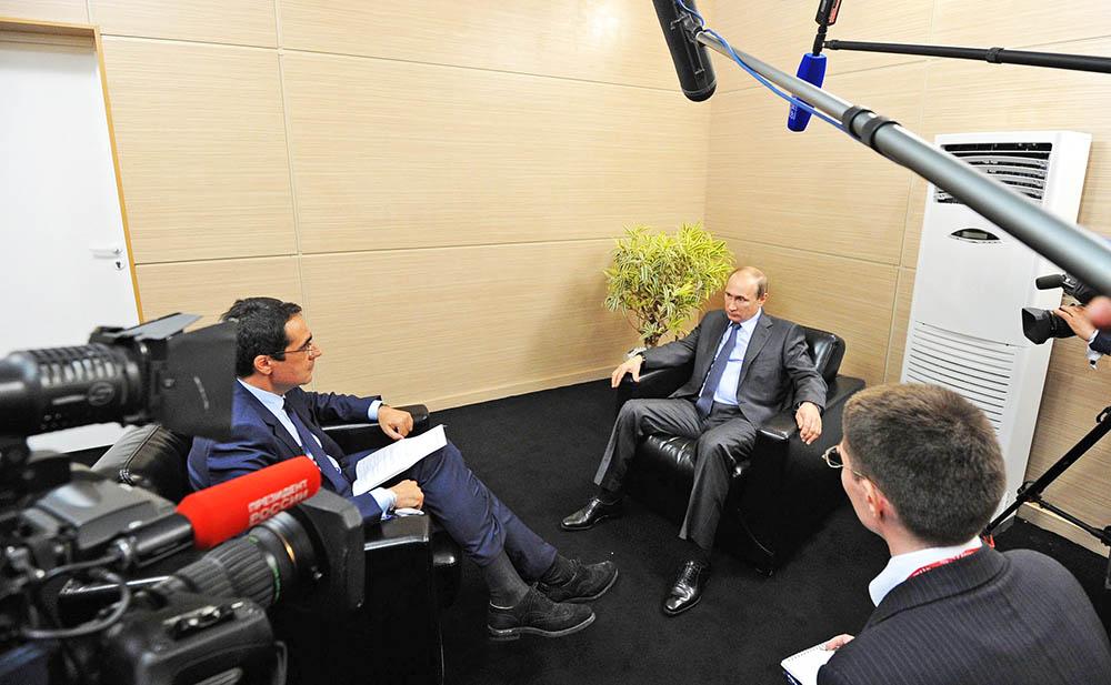 Президент России Владимир Путин даёт интервью швейцарским СМИ
