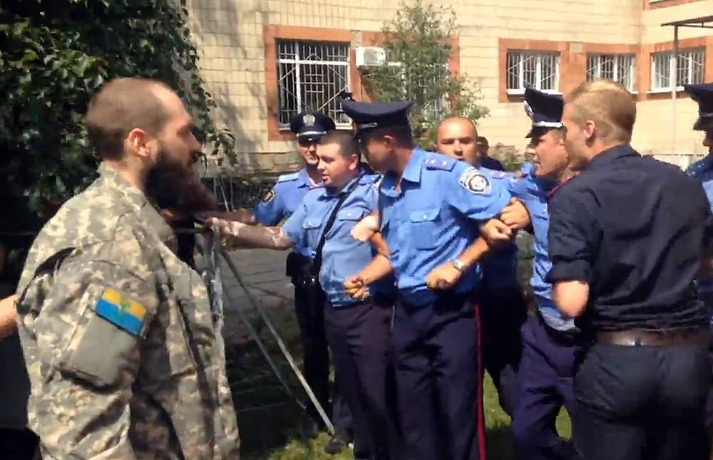 """Столкновения активистов """"Автомайдана"""" с Киевской милицией"""