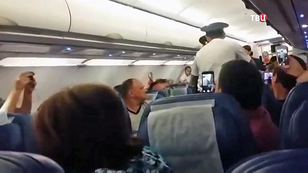 Арест пьяного дебошира на рейсе Новосибирск-Владивосток