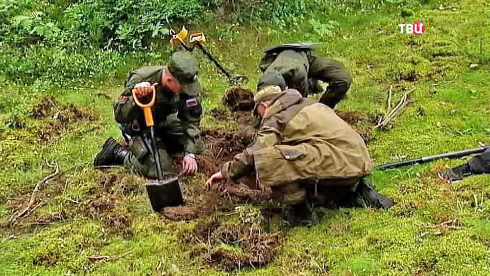 Поисковики на месте раскопок