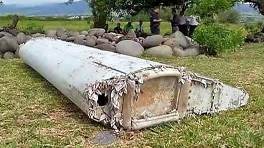 """Фрагмент предположительно принадлежащий пропавшему самолёту Boeing 777 """"Малазийских авиалиний"""""""