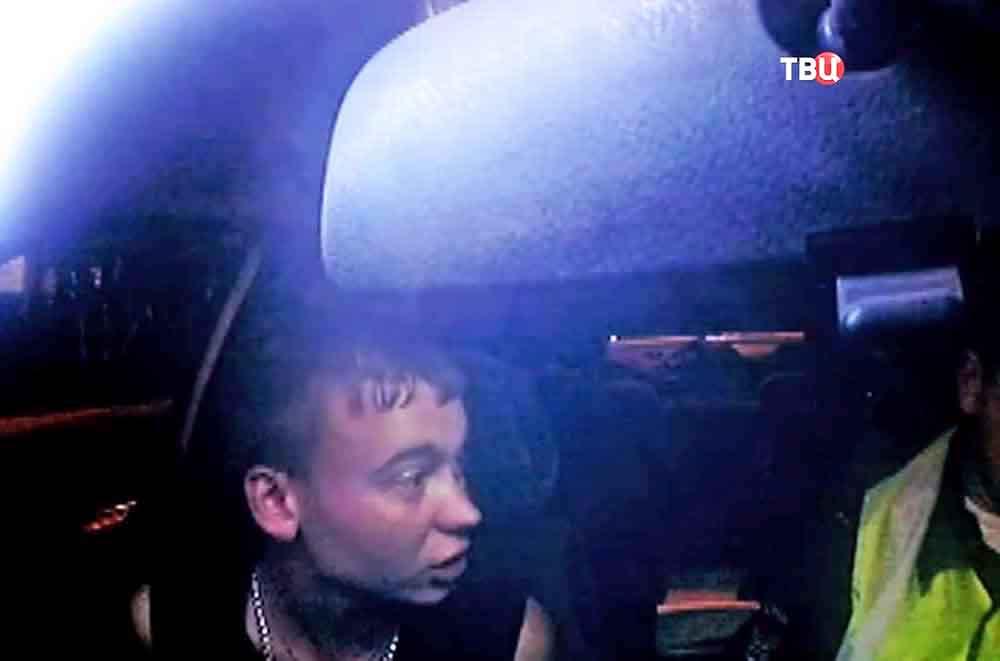 Пьяный водитель в машине ДПС