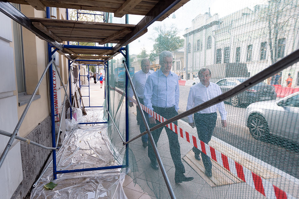 Сергей Собянин и Петр Бирюков осмотрели строительство новой пешеходной зоны