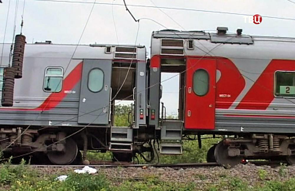 Жезнодорожные вагоны сошли с рельс