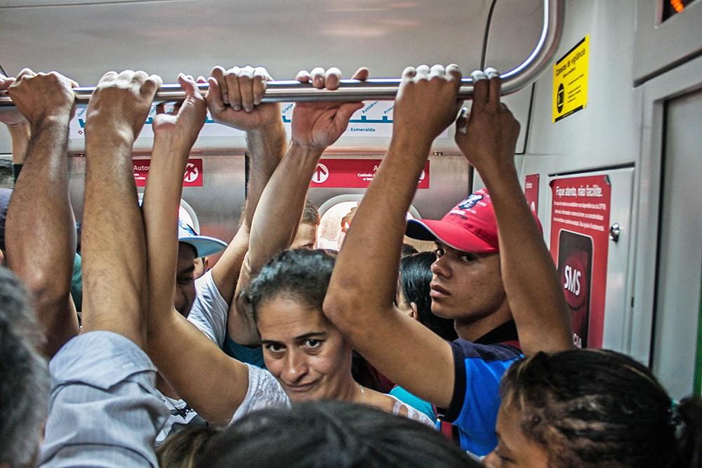Пассажиры общественного транспорта в Индии