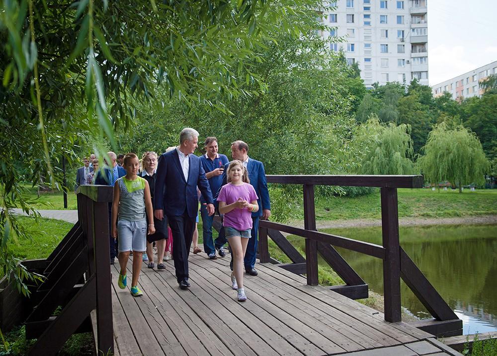 Осмотр хода работ по благоустройству народного парка и дворовых территорий в районе Коньково