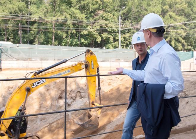 Сергея Собянин на строительной площадке