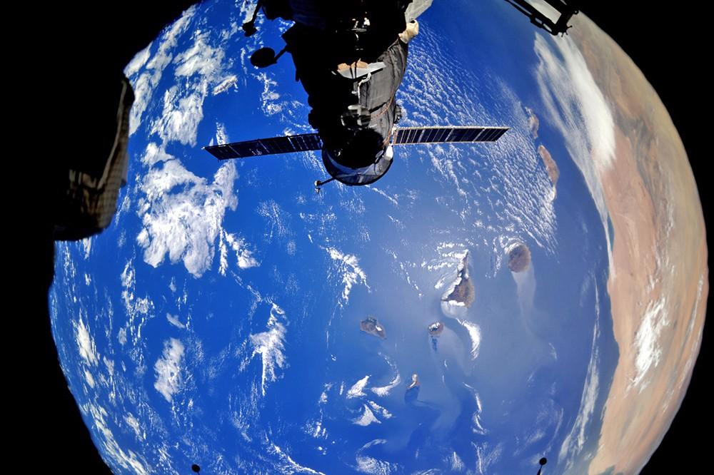 Космический корабль «Союз» на орбите Земли
