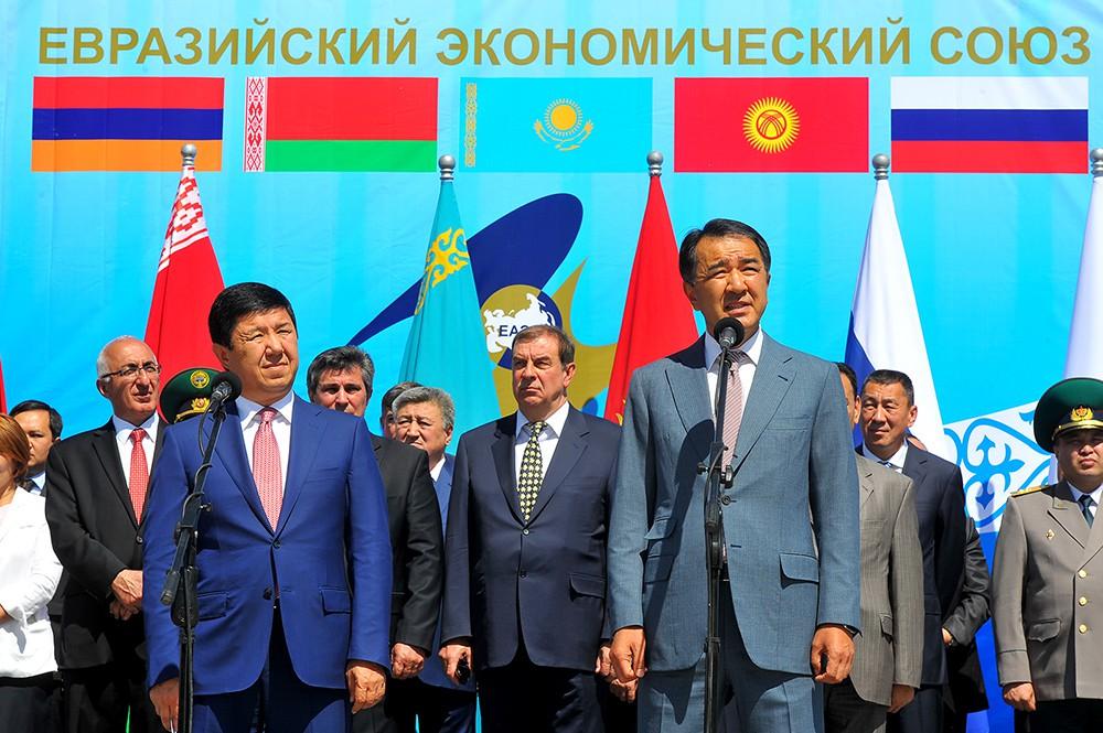 Президент Кыргызской Республики Алмазбек Атамбаев и Президент Республики Казахстан Нурсултан Назарбаев