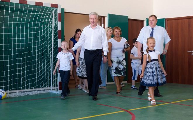 Сергей Собянин осматривает новую начальную школу