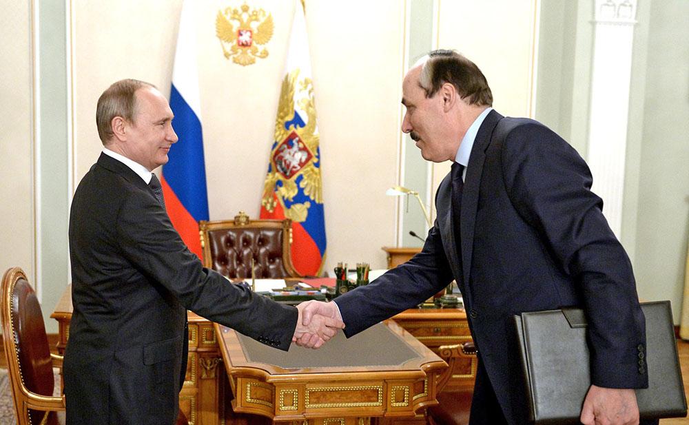 Президент России Владимир Путин и глава Республики Дагестан Рамазан Абдулатипов